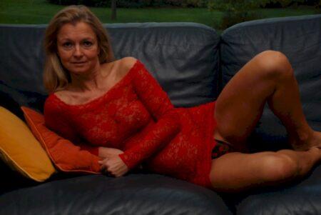 Belle femme coquine intéressée par un plan sexe