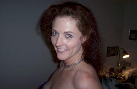 Femme coquine domina pour coquin soumis