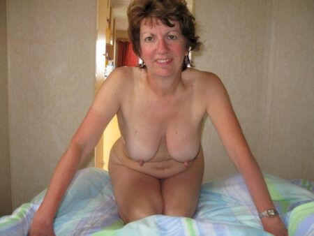 Femme cougar soumise pour gars qui aime soumettre