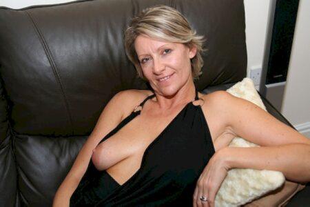 Plan sexe d'un soir entre adultes pour une femme perverse sur Angoulême
